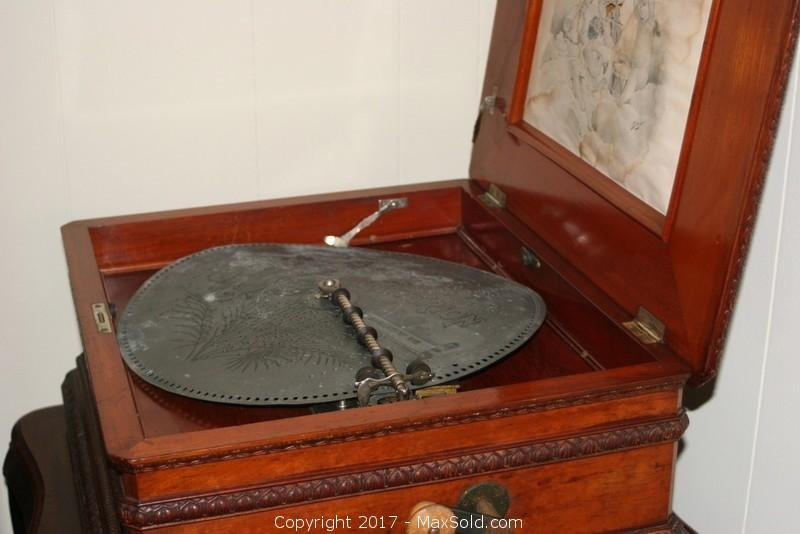Antique Gramophone With 10 Records And Table