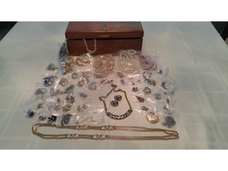 Jewelry - 61 pc's/sets